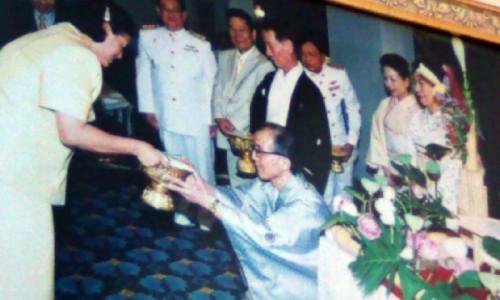 タイ国「お雛さま」献上の写真