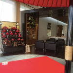 京都レクサス北大路に安藤人形店の赤七段飾りを展示
